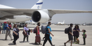 Plane Returns With Israeli Travelers From Nepal